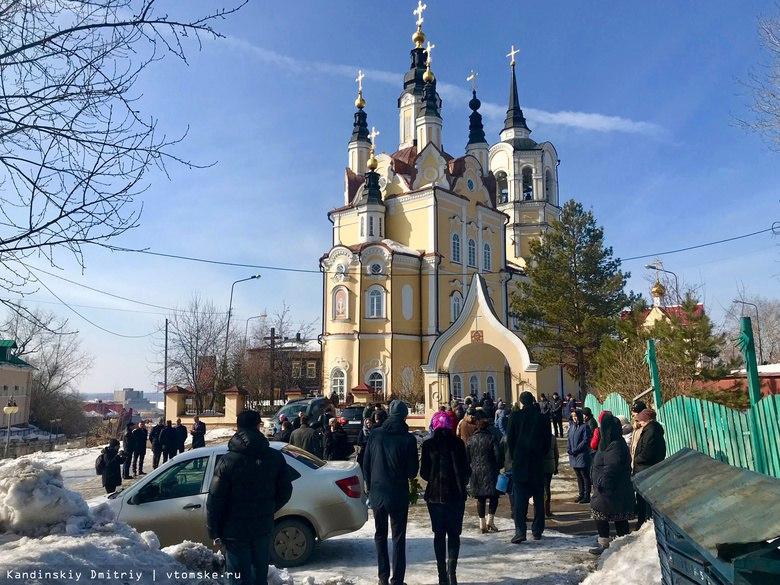 Сотни людей простились с детьми из Томска, погибшими в кемеровском ТРЦ