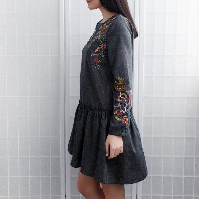 Симпатичное летнее платье с красивой вышивкой