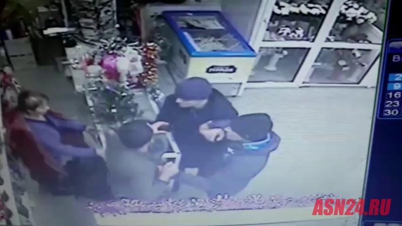 В белогорском цветочном салоне ограбили мужчину