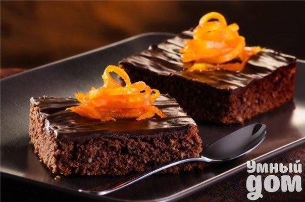 Шоколадный пирог Настоящее удовольствие для любителей сладких шоколадных десертов. Рекомендуем использовать горький шоколад. Ингредиенты: Яйца 7 шт. Шоколад (не меньше 60% какао)200 г Какао (можно обезжиренное) 2 ст. л. Сливочное масло 150 г Сахар220 г Соль1щепотка Способ приготовления: Белки отделить от желтков, перетереть желтки со 150 г сахара. Шоколад и масло растопить на водяной бане, хорошо перемешав. Соединить шоколадную массу и желтковую, хорошо перемешать. Белки взбить с щепоткой…