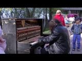 Музыка Души: Бездомный сыграл на улице на пианино, люди просто в шоке.