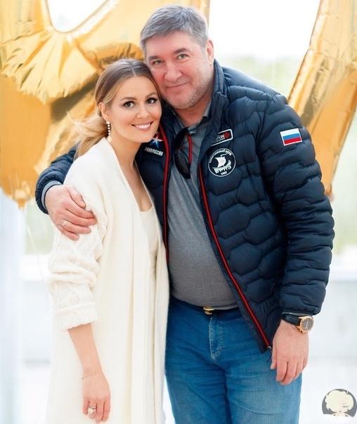 Мария Кожевникова поделилась фото с папой и очень трогательно поздравила его с Днем Рождения