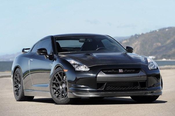 AMS Alpha 12 GT-R  Twin-Turbo 4.0L V6 Мощность: 1500 л.с. Крутящий момент: 1375 Нм Привод: Полный Максимальная скорость: 370 км/ч Разгон до сотни: 2.4 сек Масса: 1687 кг  Стоимость в США 200 000$