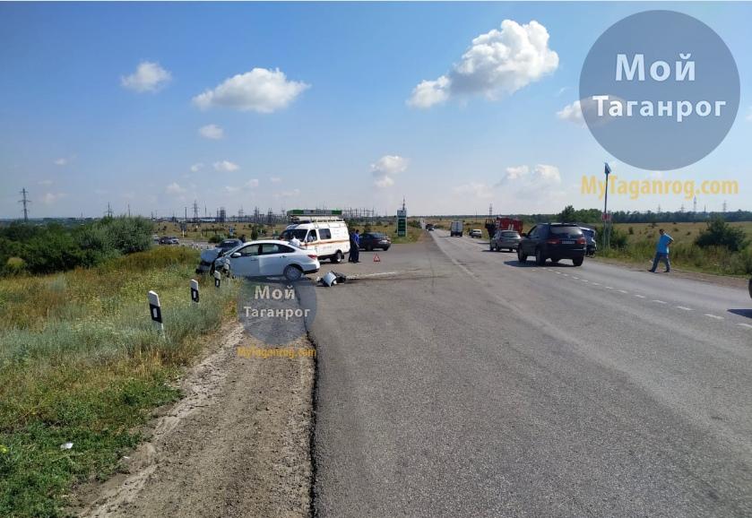 Под Таганрогом «Газель» столкнулась с  Nissan Almera, трое пострадавших