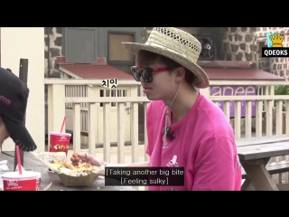 Jimin is rlly embracing american culture here by shoving a hamburger into his mouth with a fork also JOONS REACTION