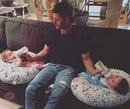 Как трогательно: актёр Дженсен Эклс с двойняшками дочкой и сыном Невозможно пройти мимо!