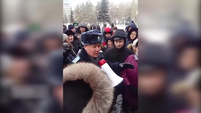 Полиция не дает провести курултай. Люди возмущены. Астана