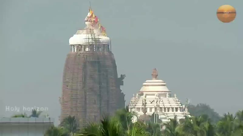 Stunning flag changing ritualism of odisha Puri famous Sree Jagannath temple(0).mp4