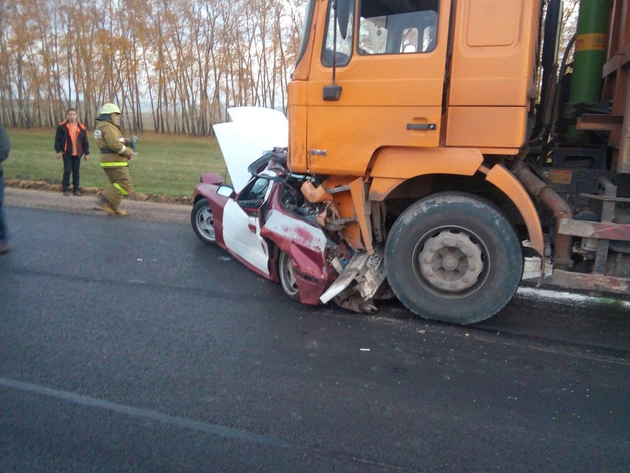 ВБашкирии тяжелый грузовой автомобиль наскорости смял «легковушку»: есть жертвы