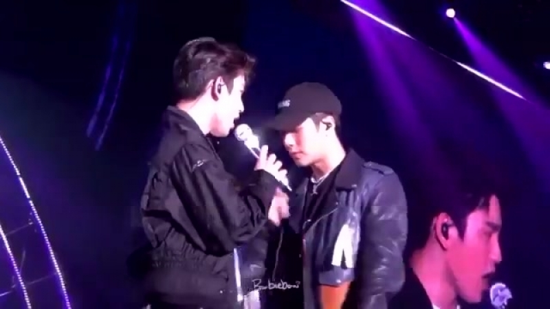 Jinyoung touched jackson's lips