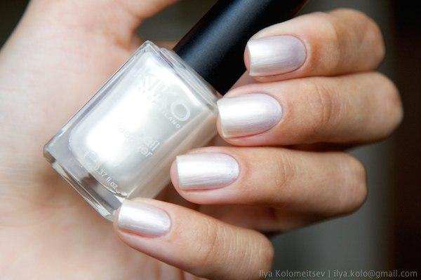 Kiko White Pearl Bianco Perlato 214 nail polish swatch by Reginleive
