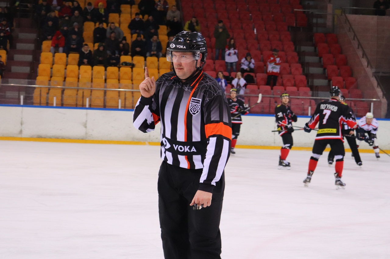 Главный судья Павел Осмоловский выписал брестчанам четыре удаления на 16 минут, барановичанам - одно на 2 минуты.