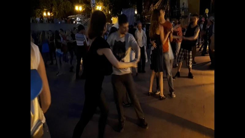 А в душе я танцую с