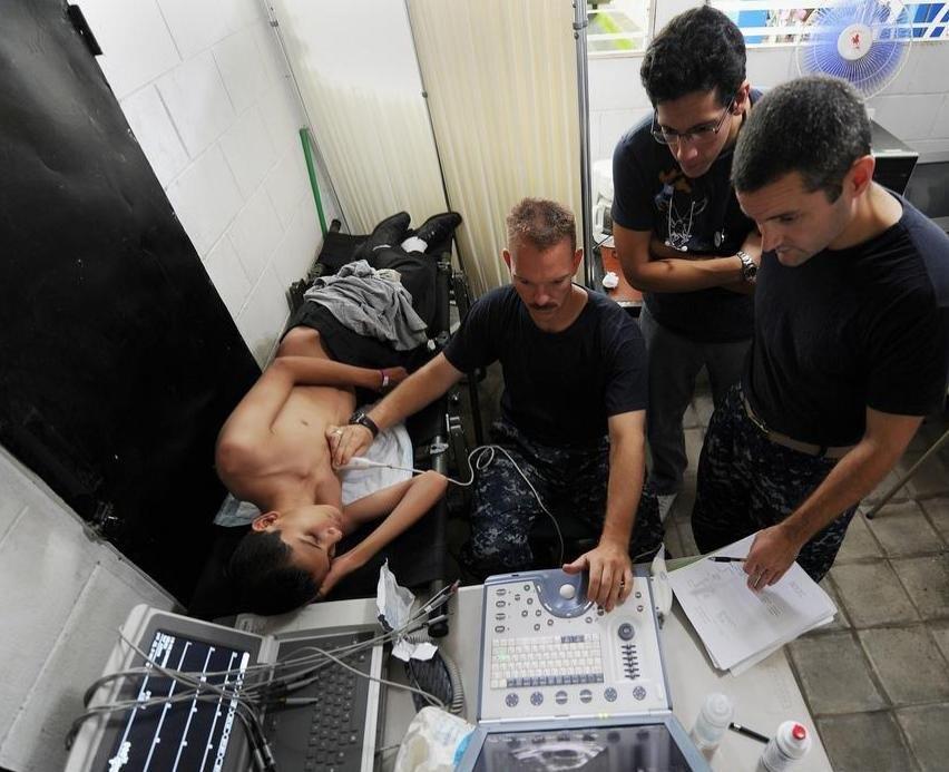 Эхокардиограф использует технологию сонограммы для обеспечения диагностической визуализации сердца.