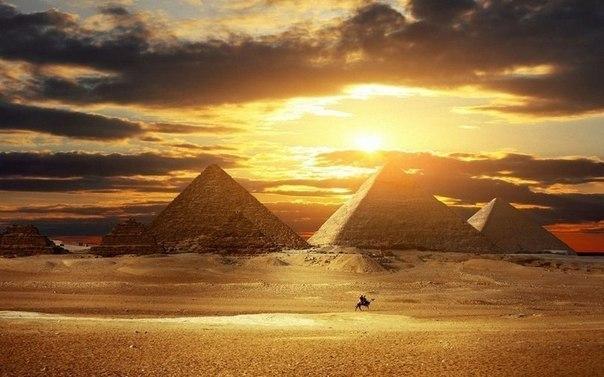 Великие пирамиды в Гизе, Египет