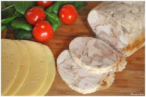 ВЫСОКОБЕЛКОВЫЙ КУРИНЫЙ РУЛЕТ - отличная замена колбасе! отличный состав: на 100грамм: ккал 116, б-24, ж-1 у-0,25 Ингредиенты: 1 кг куриного филе, Смотреть рецепт в источнике...