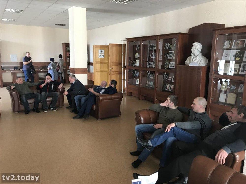 Перевозчики со всей Томской области пришли в «белый дом» и хотят встречи с губернатором