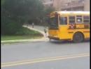 Как высаживают детей из школьных автобусов в Канаде и США