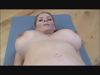 Голая зрелая делает зарядку, озабоченные женщины ню фото с большими грудями