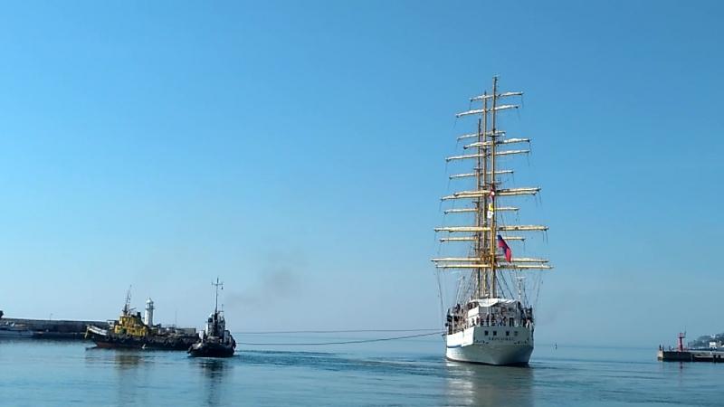 25.05.2018 Ялта, парусник Херсонес выходит из порта