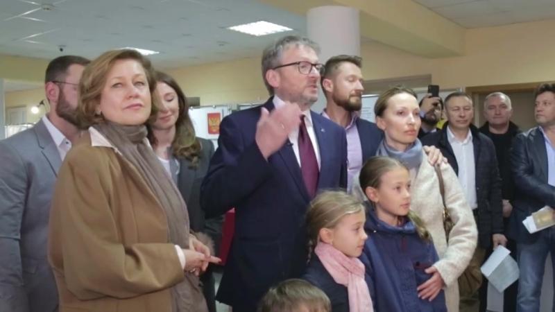 Борис Титов голосует всей семьёй!