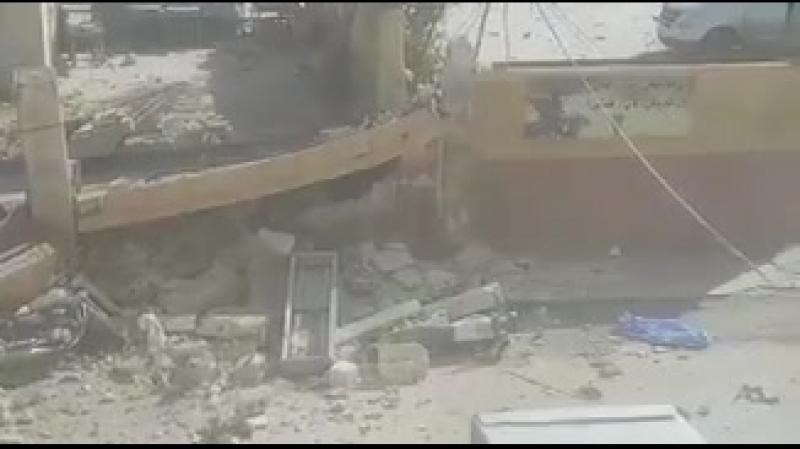 Последствия авиаудара по больнице в Африне.