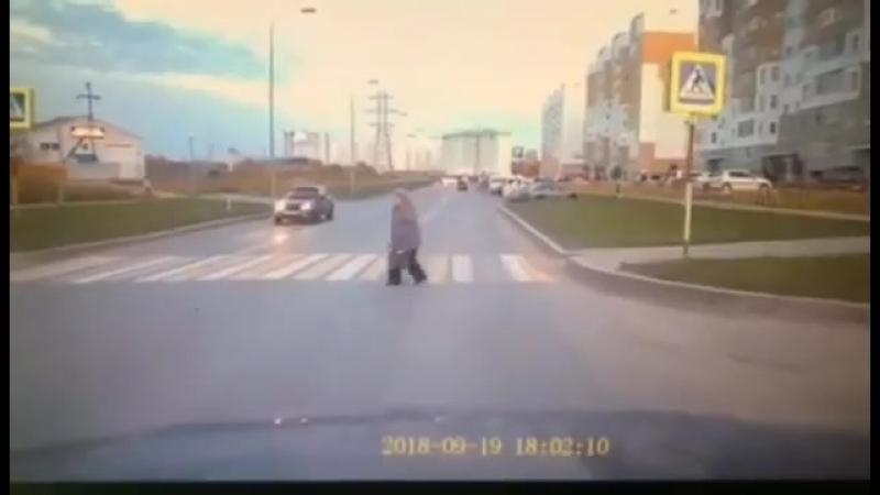 Иномарка сбила пешехода на Профсоюзной