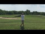 Гигантский аллигатор прогулялся по полю для гольфа во Флориде