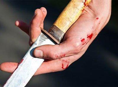 Под Таганрогом за просьбу не материться в общественном месте полицейского ударили ножом