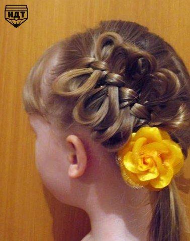 Причёска для девочки: коса с бантиками (9 фото)