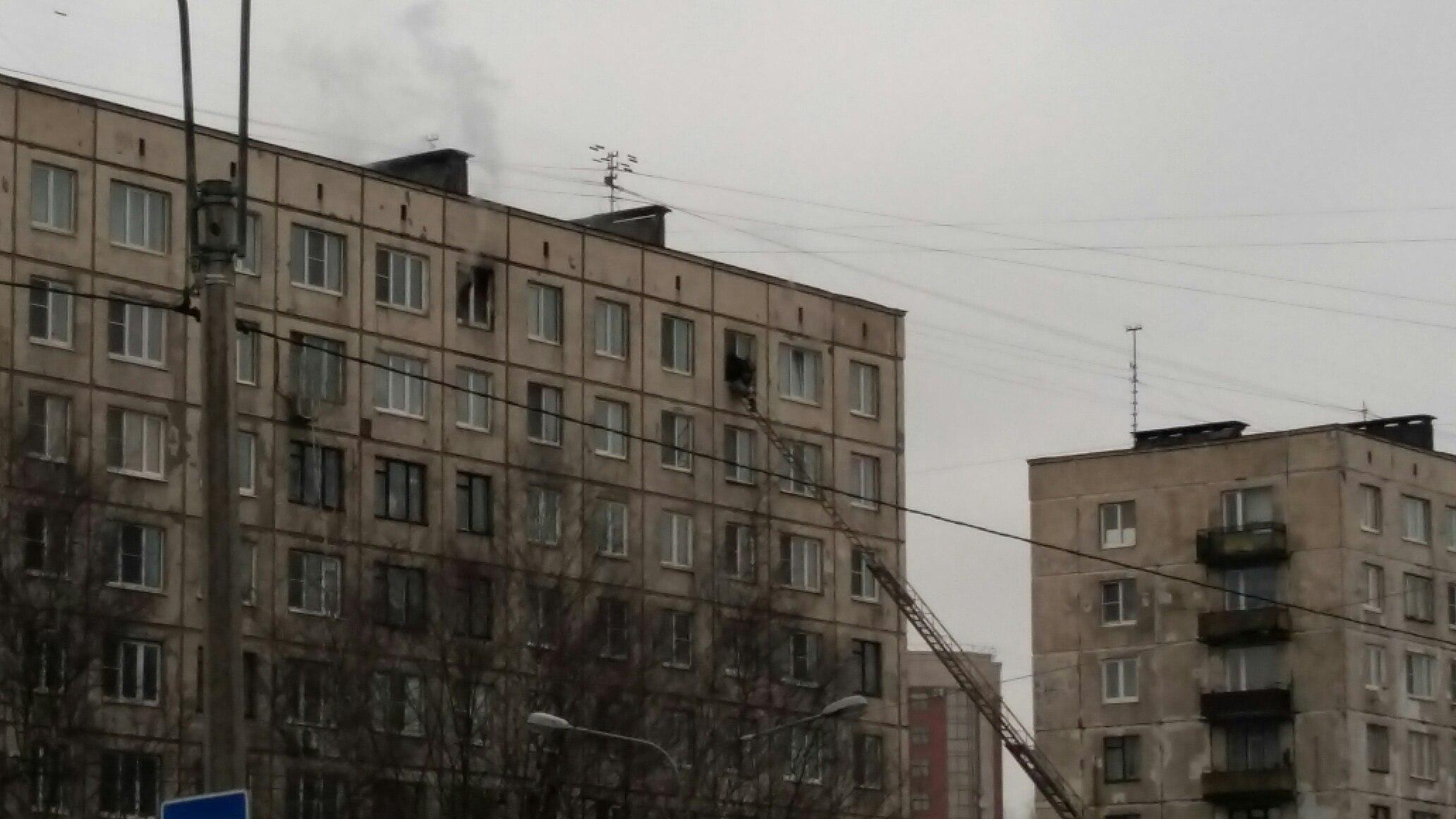 Горящую квартиру наЗаневском проспекте тушили 23 спасателя