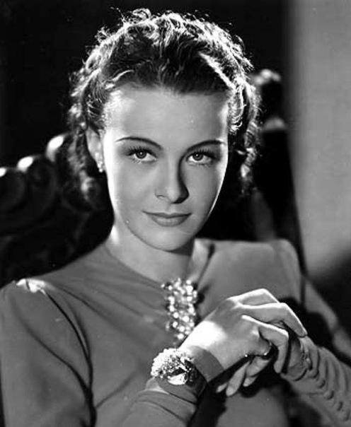 её имя ныне помнят только ценители кино да историки искусства. она родилась в джакарте в семье голландского торговца и владельца плантации. она была гражданкой нидерландов по рождению, немецкое