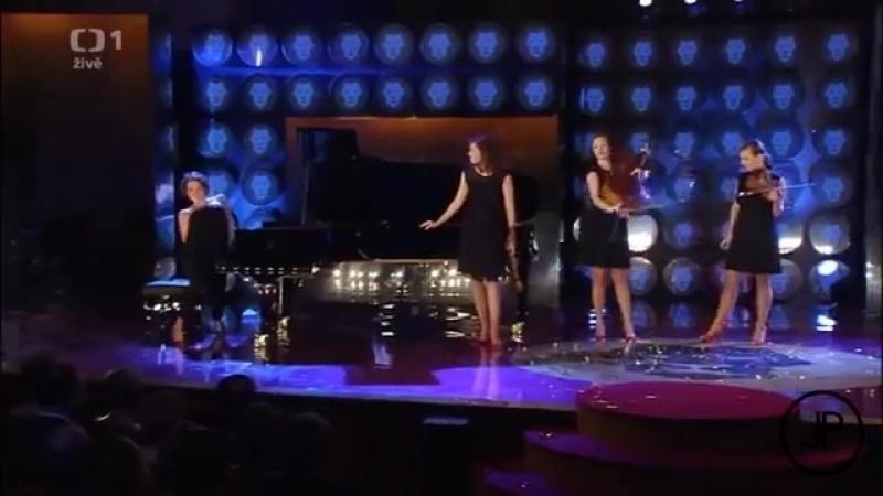 Musica Clasica en Selecta.Девочки отрываются по полной!))