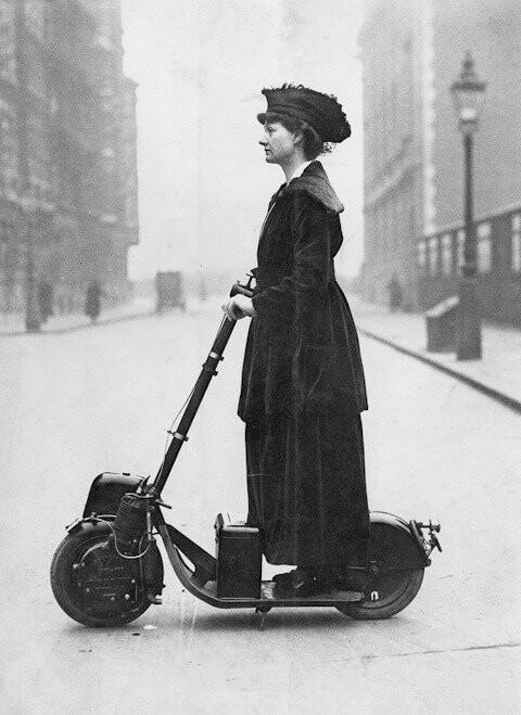 Леди Флоренс Норман и ее автопед, 1916. ⠀ В 1915 году Autoped...