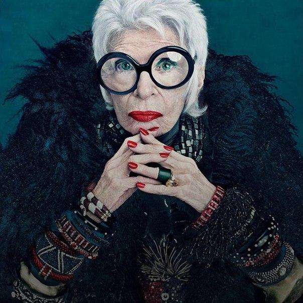 «Мне 91 год, мой гардероб все растет, но талия — нет. У меня до сих пор есть платье, которое я надела на первое свидание с будущим мужем», — говорит наша героиня и просто потрясающая женщина в возрасте Айрис Апфель. Самые интересные материалы на тему возраста вы найдете по ссылке