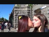 KISSING PRANK ДЕВУШКА РАЗВЕЛА ДЕВУШКУ НА ПОЦЕЛУЙ с помощью 1 рубля