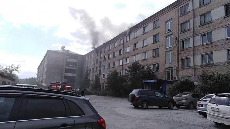 Златоуст. На Мельнова, 8 загорелось общежитие (29.08.18)