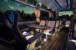 На стенде объединения NEOMAN, в которое входят именитые производители автобусов Neoplan и MAN, было немало интересных...