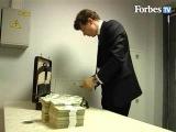 1 дипломат = 600.000 долл или 2.500.000 евро (долл. все по 100, евро все по 500) ровно 50 пачек по 100 банкнот.
