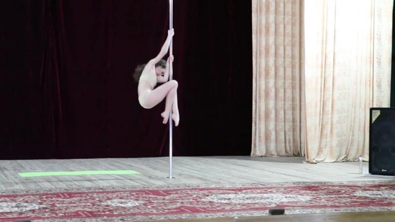 Крымский открытый Турнир по искусству на пилоне среди детей <<империя Pole Dance>> Офицерова Елизавета