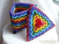 Треугольная шкатулка из бисера.