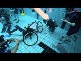 Tauchschule Yeti-Divers baut Unterwasser mit Haus Bergfried ein Fahrrad zusammen - Full HD