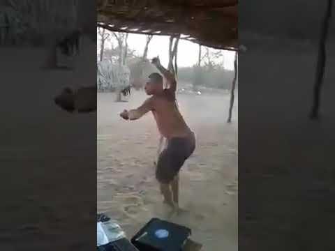 Neandertal dançando forró