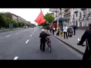 После запрета хунтой 9 мая, в Запорожье ветеран вышел на парад ОДИН!