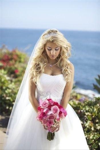 Свадебные прически с распущенными длинными волосами и фатой