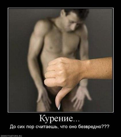 muzhchina-stoit-rachkom-a-emu-sosut