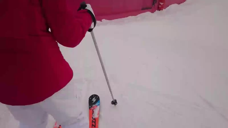 короткие повороты с проскальзыванием на параллельных лыжах