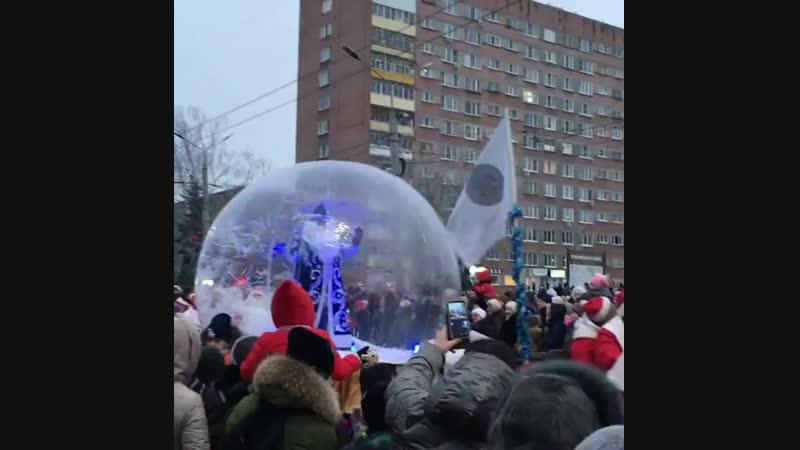 Шествие Дедов Морозов в Рыбинске (720p).mp4