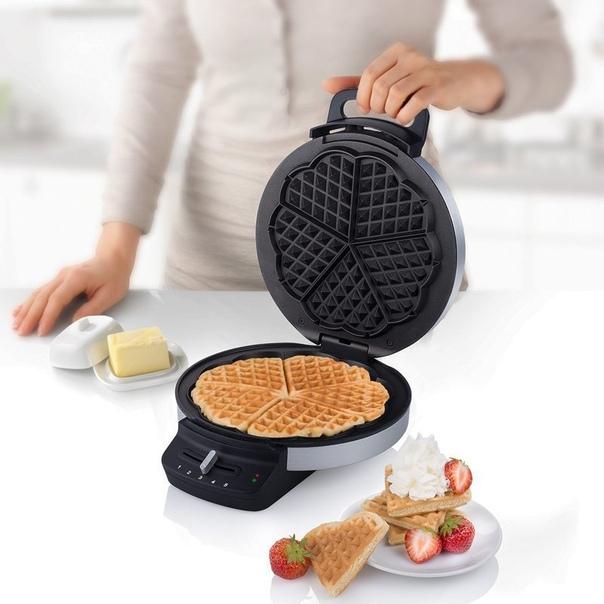 Устройство для приготовления бельгийских вафель в форме сердец.