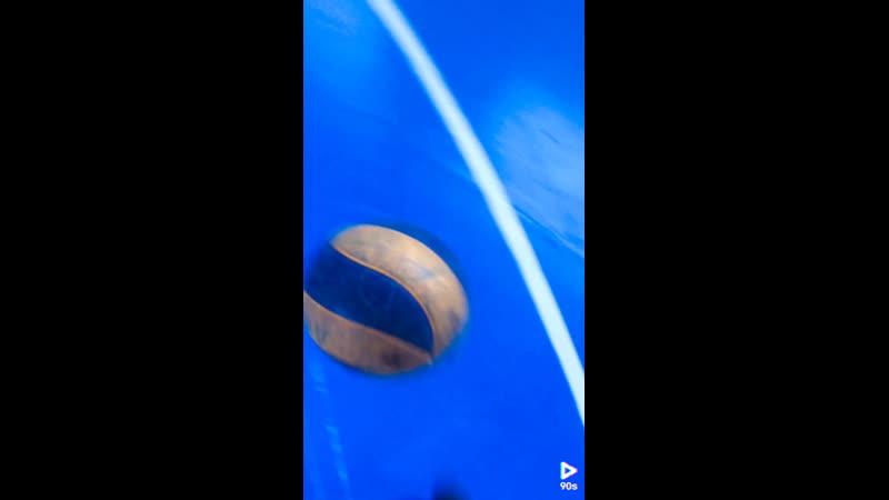 Пнул волейбольный мяч получил от тренера